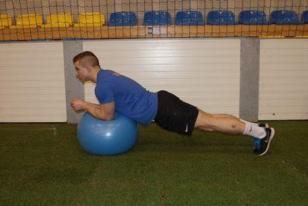 stabilizacja na piłce fitness
